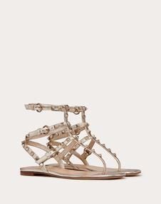 Rockstud 金属感低跟夹趾凉鞋