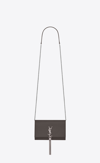 SAINT LAURENT MONOGRAM KATE WITH TASSEL Femme portefeuille à chaîne et pompon kate en cuir texturé gris earth a_V4