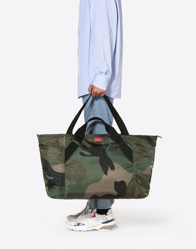 LARGE NYLON CAMOUFLAGE TRAVEL BAG