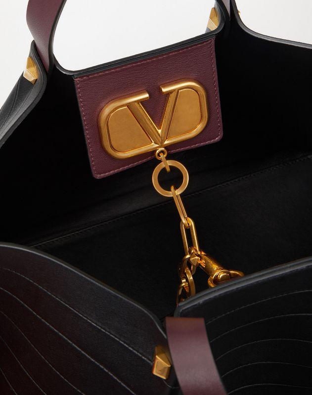 Vロゴ エスケープ ミディアム ショッピングバッグ マルチストライプ