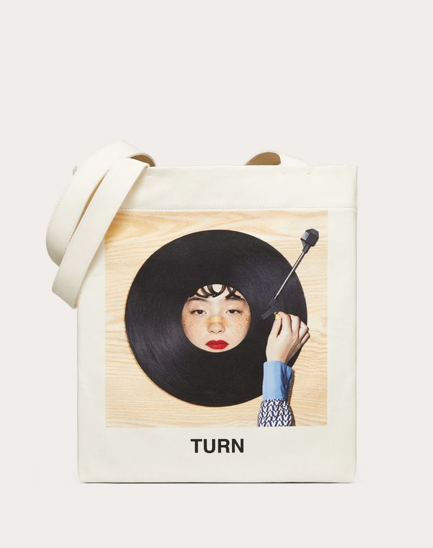 "Shopper with ""Turn"" print in collaboration with Izumi Miyazaki"