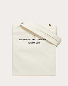 """Shopper with """"Attractive Feature"""" print in collaboration with Izumi Miyazaki"""