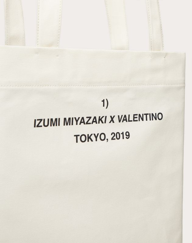 "Shopper with ""Attractive Feature"" print in collaboration with Izumi Miyazaki"