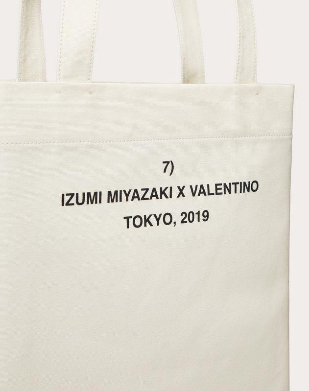 """Shopper with """"Identity"""" print in collaboration with Izumi Miyazaki"""