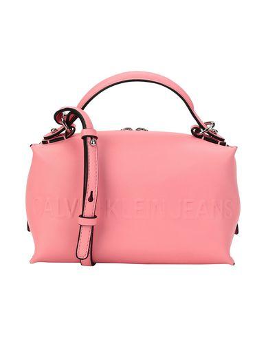 Фото - Сумку через плечо розового цвета