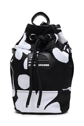 MARC JACOBS حقيبة كتف من التويل المطبع بالورود مع تصميمات مخيطة من شعار الماركة
