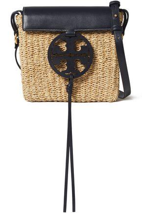 TORY BURCH حقيبة كتف من القش مزينة بشعار الماركة وبالجلد