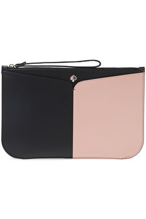 KATE SPADE New York حقيبة باوتش من الجلد بلونين مع شعار الماركة المطبّق