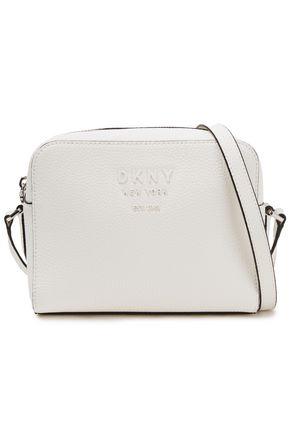 DKNY حقيبة كتف من الجلد المحبب مع شعار الماركة المطبّق