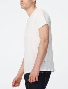 ARMANI EXCHANGE Mixed-Media Paneled V-Neck Short Sleeve Tee U d