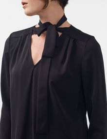 ARMANI EXCHANGE Tie-Neck Blouse Blouse D e
