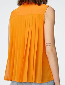 ARMANI EXCHANGE Pleat-Back Popover Shell [*** pickupInStoreShipping_info ***] e
