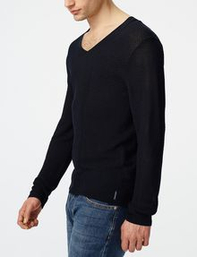 ARMANI EXCHANGE Long-Sleeve Pyramid Stitch V-Neck V-Neck U d