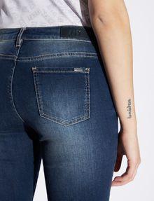 ARMANI EXCHANGE SUPER-SKINNY-JEANS IN USED-OPTIK MIT DUNKLER WASCHUNG Skinny jeans Damen b