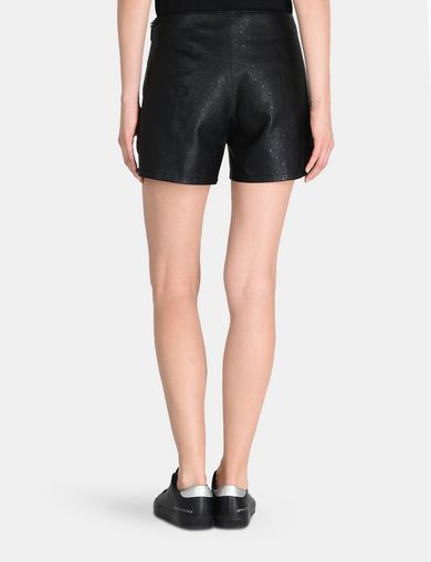EMBOSSED SIDE-ZIP SHORT