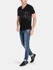 ARMANI EXCHANGE SPLINTERED LOGO V-NECK Logo T-shirt Man a