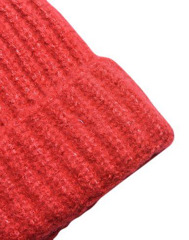 Фото 2 - Головной убор красного цвета