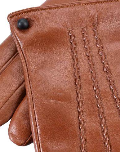 Фото 2 - Мужские перчатки LIA BOO ACCESSORIES коричневого цвета