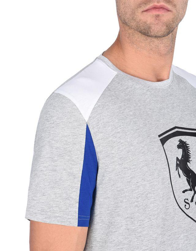 Scuderia Ferrari Online Store - Футболка с короткими рукавами и рельефным принтом-логотипом Scudetto Ferrari - Футболки с короткими рукавами