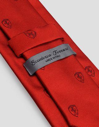 Scuderia Ferrari Online Store - Жаккардовый галстук с мотивом Scudetto Ferrari -