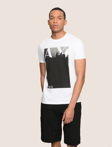 T-SHIRT MIT BLACKOUT FOLIENPRINT