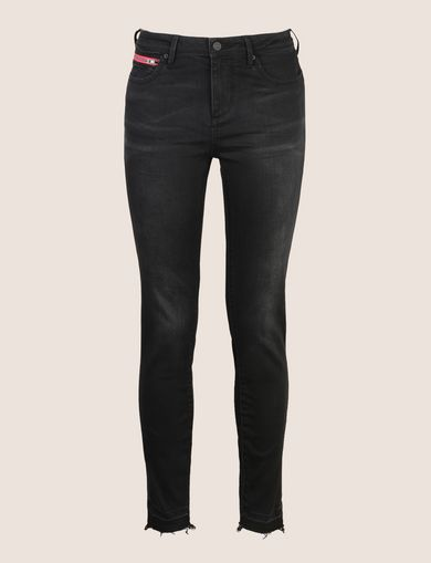 FRAYED HEM ZIP-POCKET JEANS