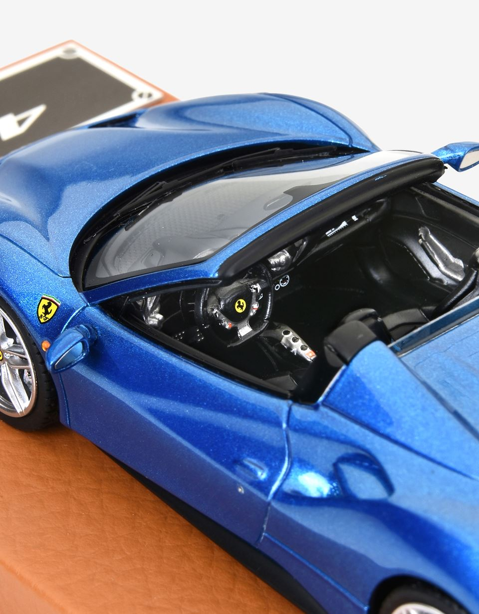 Scuderia Ferrari Online Store - 1:43 scale model of the 488 Spider - Car Models 01:43