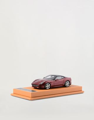 Scuderia Ferrari Online Store - Ferrari California T 1:43 scale model - Car Models 01:43