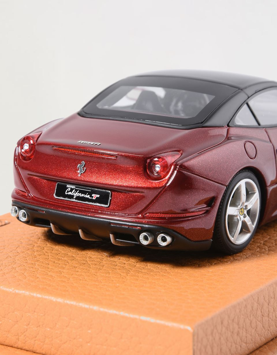Scuderia Ferrari Online Store - California T model in 1:43 scale -