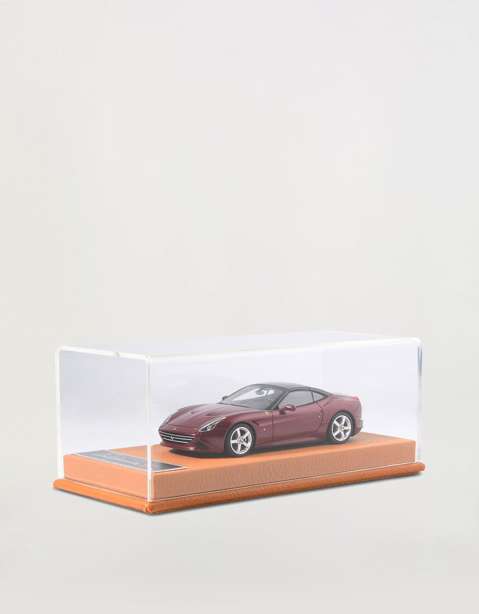 Scuderia Ferrari Online Store - California T 1:43 scale model - Car Models 01:43