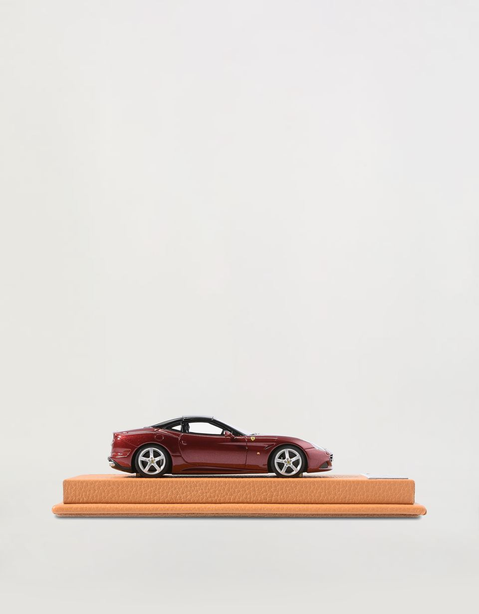 Scuderia Ferrari Online Store - California T model in 1:43 scale - Car Models 01:43