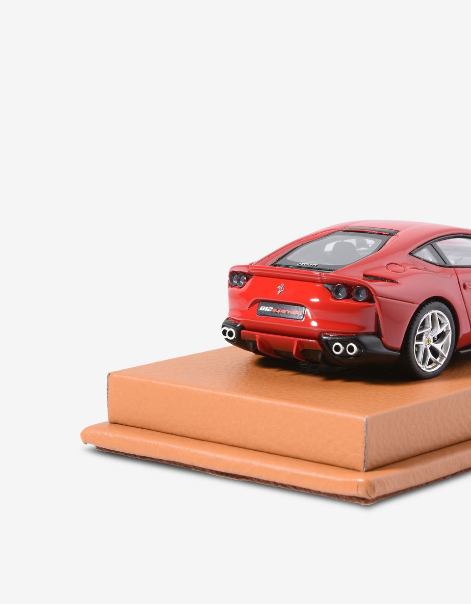 Scuderia Ferrari Online Store - Ferrari 812 model assembled by hand - Car Models 01:43