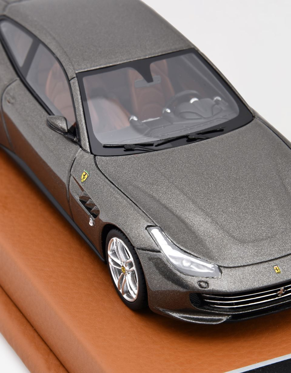 Scuderia Ferrari Online Store - Ferrari GTC4Lusso model car in 1:43 scale - Car Models 01:43