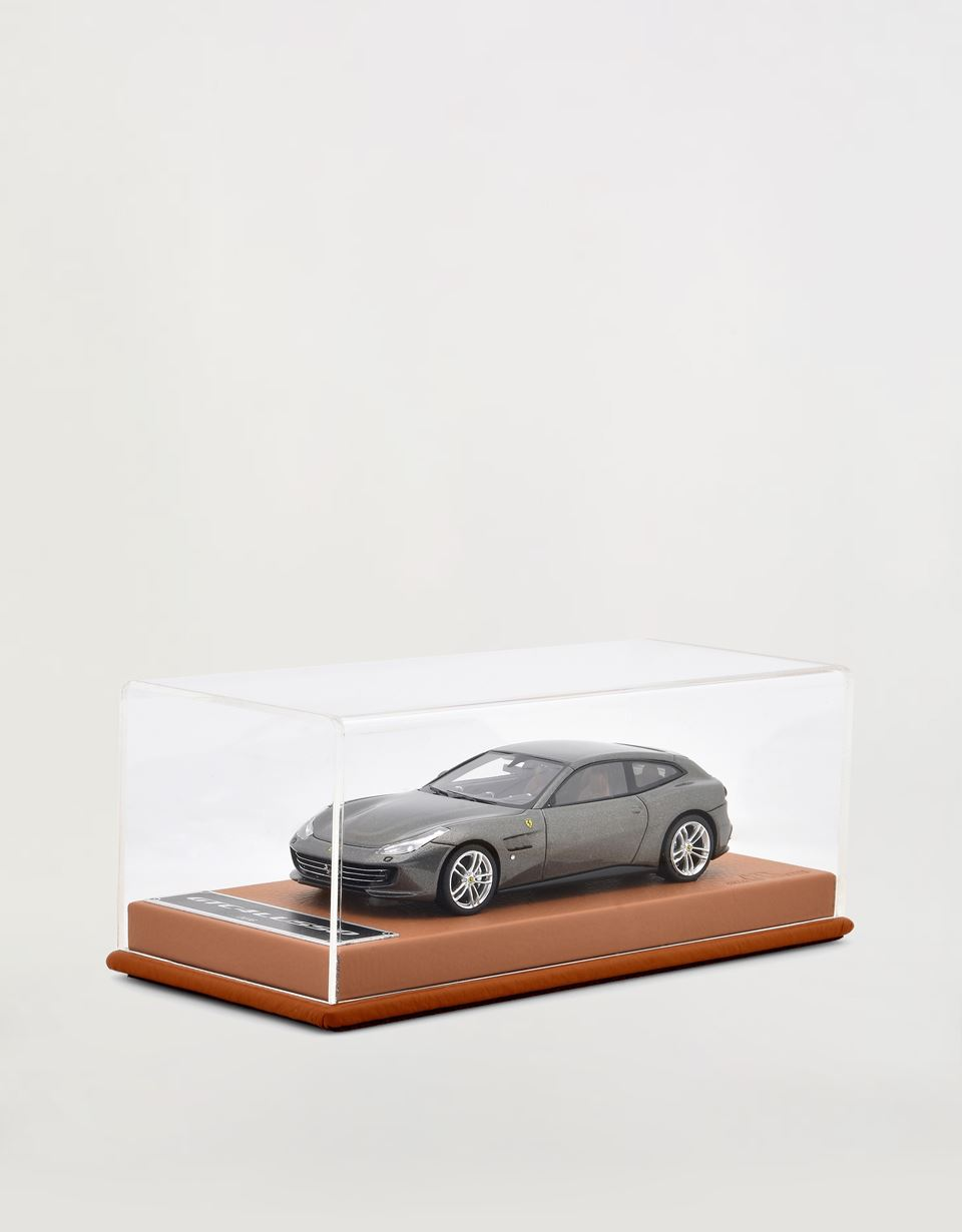 Scuderia Ferrari Online Store - Ferrari GCTC4 Lusso model car in 1:43 scale - Car Models 01:43