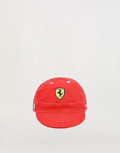 Cappellino con Scudetto Ferrari neonato