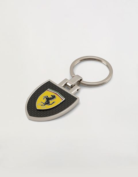 Metal keyring with carbon fibre effect