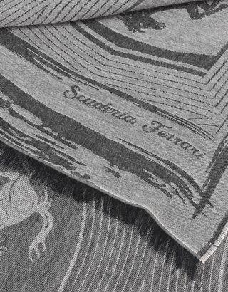 Scuderia Ferrari Online Store - Rechteckiger Jacquard-Schal mit Ferrari Wappen - Schals