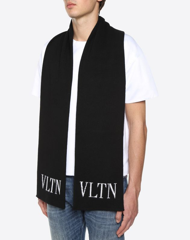 20x170 cm / 8x67 in. VLTN knitted scarf