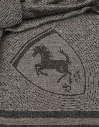 Scuderia Ferrari Online Store - Écharpe carrée en jacquard avec Scudetto Ferrari - Carrés