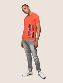 ARMANI EXCHANGE PLACED PRINT TICKER V-NECK Logo T-shirt Man d