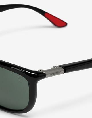Scuderia Ferrari Online Store - Солнцезащитные очки от Ray-Ban для Scuderia Ferrari: 0RB8351M чёрного глянцевого - Солнцезащитные очки