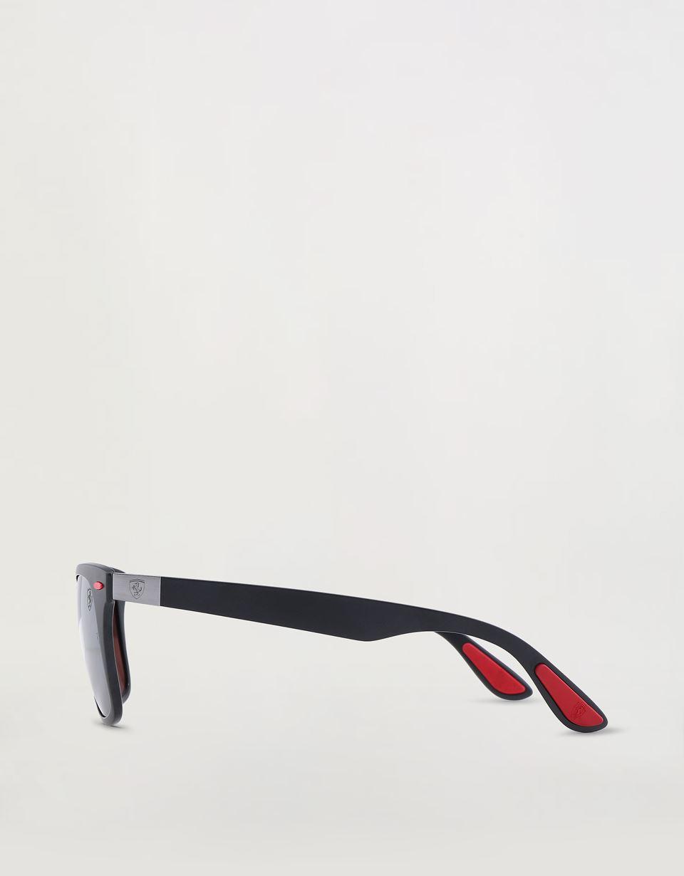 Scuderia Ferrari Online Store - Lunettes de soleil Ray-Ban for Scuderia Ferrari Wayfarer Lite Force couleur noir mat 0RB4195M - Lunettes de soleil