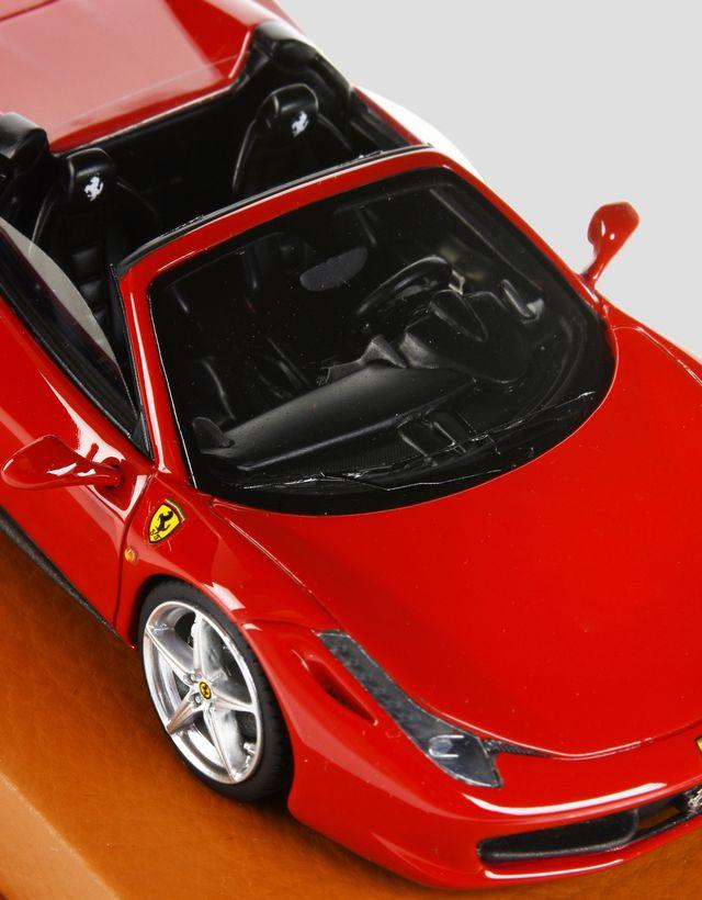 Scuderia Ferrari Online Store - Модель Ferrari 458 Spider в масштабе 1:43 - Модели машины 1:43