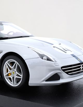 Scuderia Ferrari Online Store - Ferrari California T The Hot Rod 1:18 scale model - Car Models 01:18