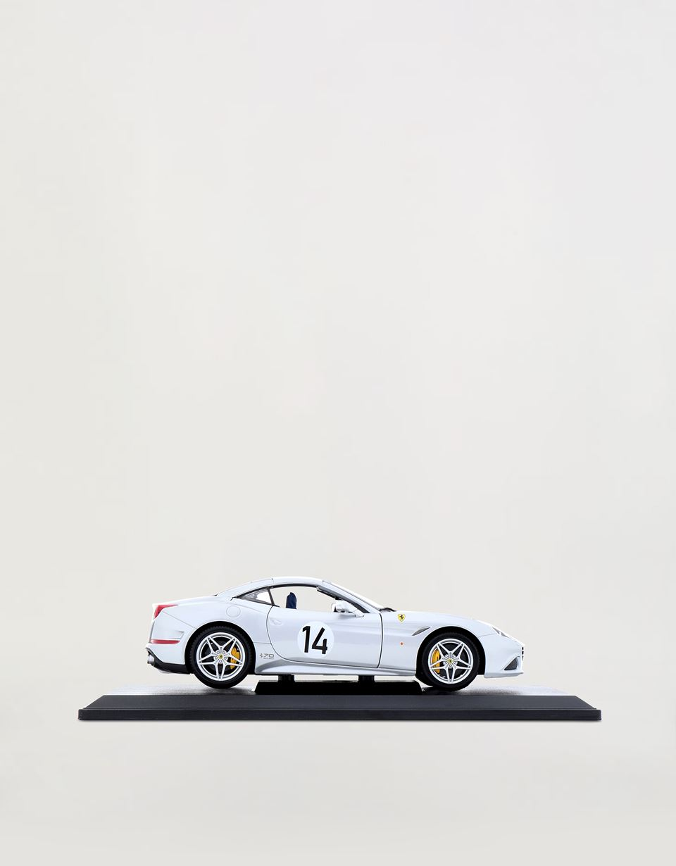 Scuderia Ferrari Online Store - Ferrari California T The Hot Rod モデルカー 1/18スケール -
