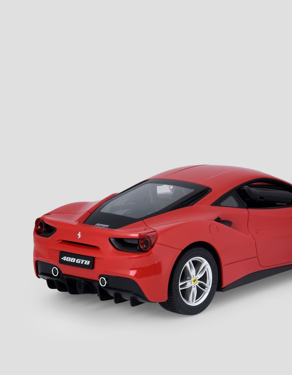 Scuderia Ferrari Online Store - Ferrari 488 GTB remote controlled model car in 1:14 scale - Car Models 01:14