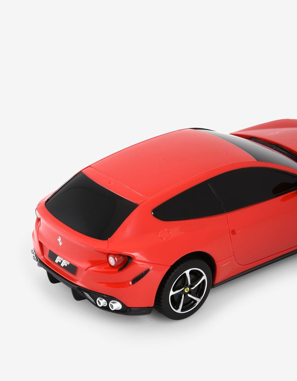 Scuderia Ferrari Online Store - Ferrari FF remote controlled model car in 1:24 scale - Radio Controlled Toys
