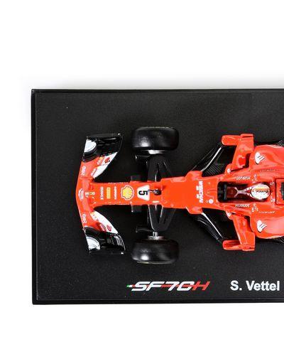 Scuderia Ferrari Online Store - Ferrari SF70-H 1:43 scale model - Car Models 01:43