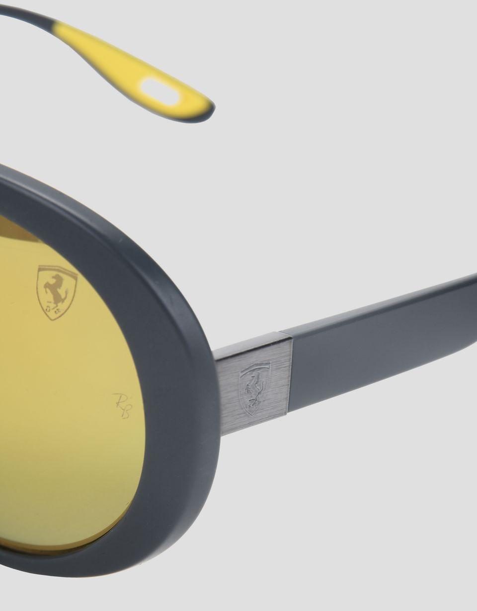 Scuderia Ferrari Online Store - Lunettes de soleil Ray-Ban pour Scuderia Ferrari 0RB4310M couleur gris - Lunettes de soleil
