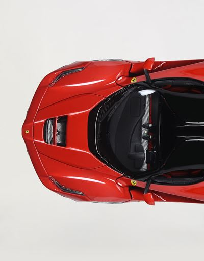 Scuderia Ferrari Online Store - LaFerrari 1:18 scale model - Car Models 01:18